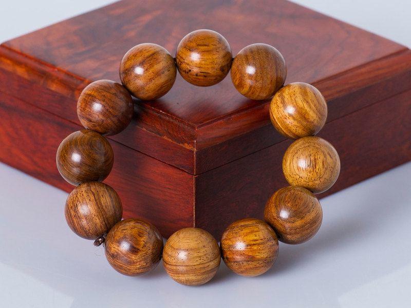 vòng tay phong thủy bằng gỗ